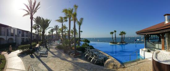 Botel Alcudiamar Hotel: Pool und Bucht von Alcadia