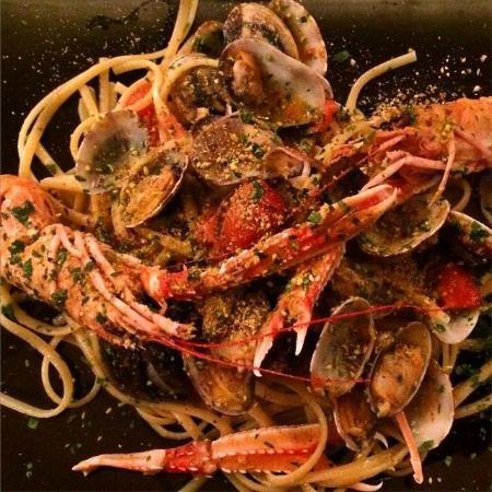 Belgirate, Italy: Linguine scampi, vongole e pistacchio