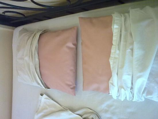 Save Bungalows: pillows