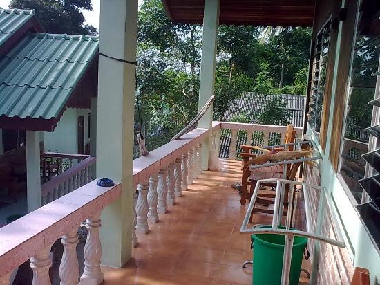 Save Bungalows: balcony