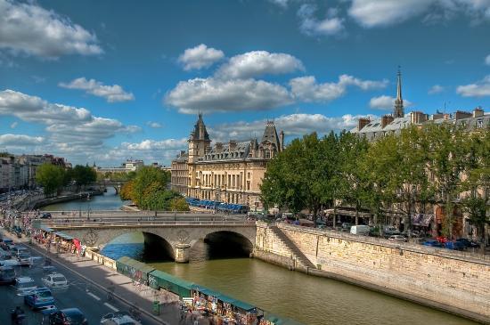 Les Rives De Notre Dame: Vue par la fenêtre