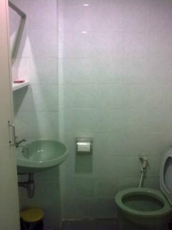 R.C.N. Court & Inn: bathroom