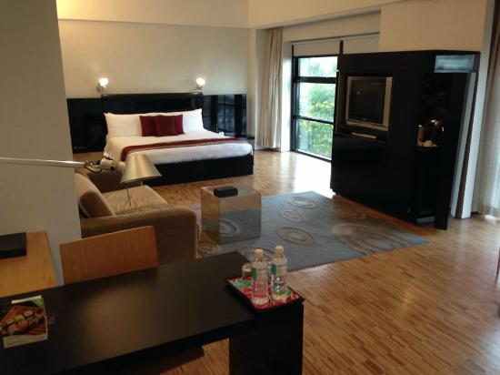 Hotel Maya Kuala Lumpur : Lounge / Bedroom Suite