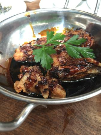Doppio Zero Rosebank : Sticky chicken wings - saucy
