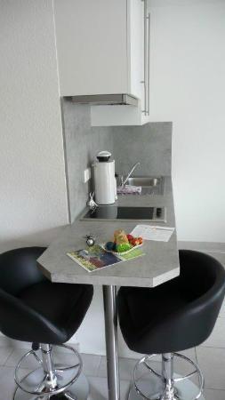 Appartements Biedermeier : Küchenzeile mit Ostergruss