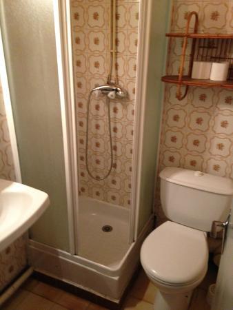 Hotel La Rafale : La douche typée années 70 (à partager à 6!)