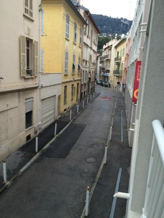 Adagio City Aparthotel Monte Cristo: Quiet street looking from balony