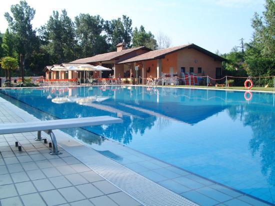 Cascina Ca Bella : piscina per ns.ospiti