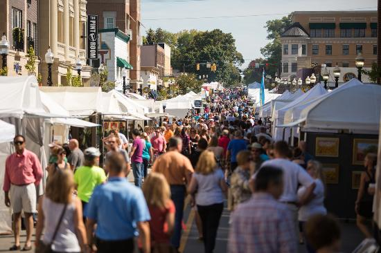 Hamilton County, Ιντιάνα: The Carmel International Arts Festival in the Carmel Arts & Design District.