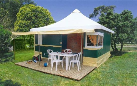bungalow pagan  Photo de Camping Le Bois Joli, Boisde  ~ Camping Le Bois Joli