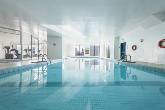 Hotels Gouverneur Montreal: Pool/piscine