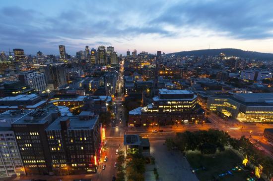 Hotels Gouverneur Montreal: View/vue