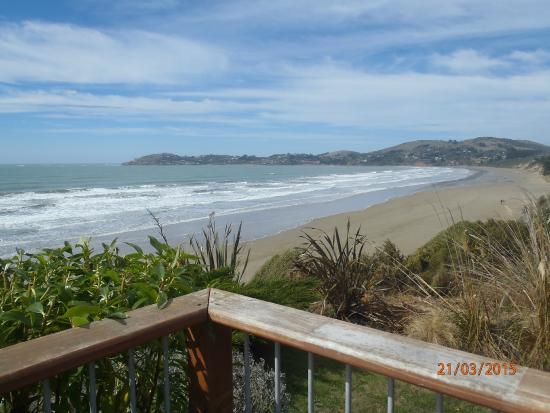 Moeraki Boulders Restaurant: View from the outdoor seating area