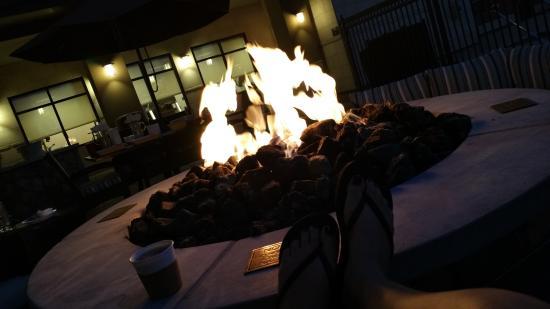 Residence Inn Phoenix Gilbert: The talking circle (fire pit)