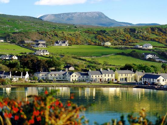 Arnolds Hotel Dunfanaghy overlooking Sheepahven Bay - Muckish Mountain forms backdrop to village