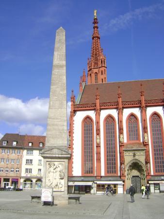 Brunnenobelisk Wrzburg Alemania Bild Von