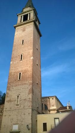 Cologna Veneta - il campanile a fianco della rocca