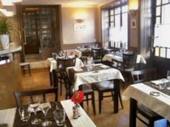 Restaurant Le Grain De Sel: Une salle agréable, mais qui mérite un meilleur éclairage