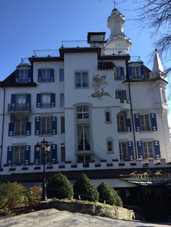 Chateau vu de l'entrée