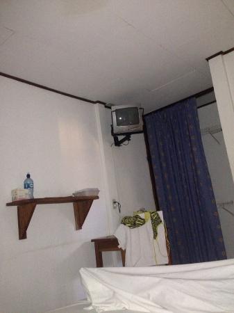 Hotel Isolina Beach: Televisor