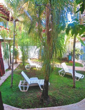 Apart Hotel Casaejido: common courtyard at studio apartments