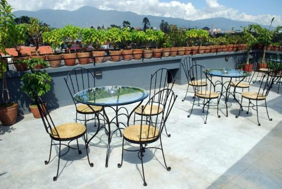 Fuji Hotel: In the spring and fall, you can enjoy the view of the Himalayas from right here!