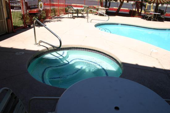 Travelers Inn: Hot Tub_Pool
