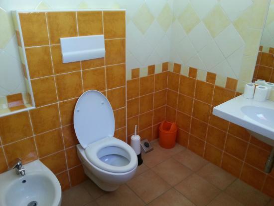 waschraum mit waschbecken bidet wc dusche bild von camping telis arbatax tripadvisor. Black Bedroom Furniture Sets. Home Design Ideas