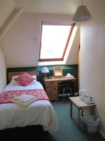 Highbury Guest House: Top floor single room