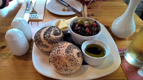 The Old Bear Inn: Bread and olives for two
