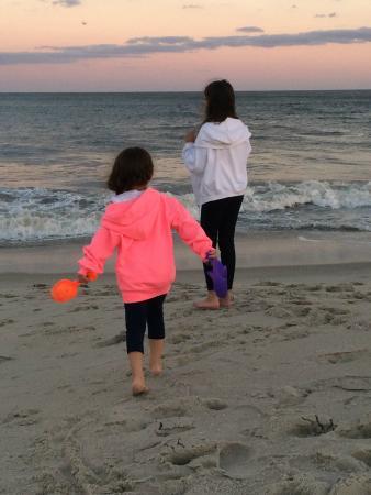 Blue Fish Inn: Enjoying the Beach