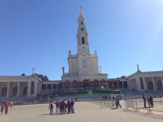 Basílica de Nossa Senhora de Fátima: .