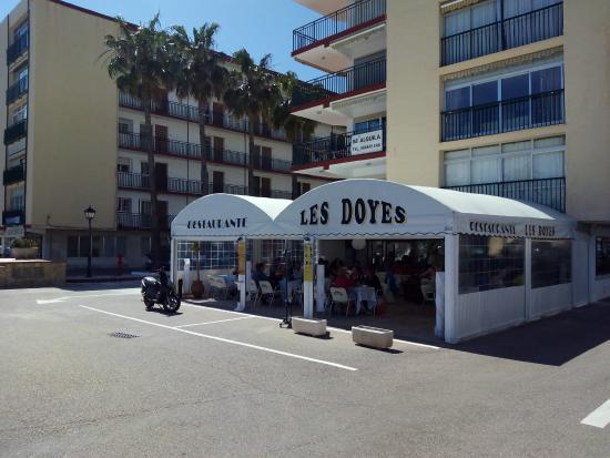 Les Doyes: Vista restaurante