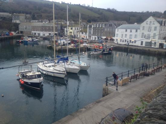 Tregorran Guest House: 45 second walk from Tregorran B&B - Harbour view