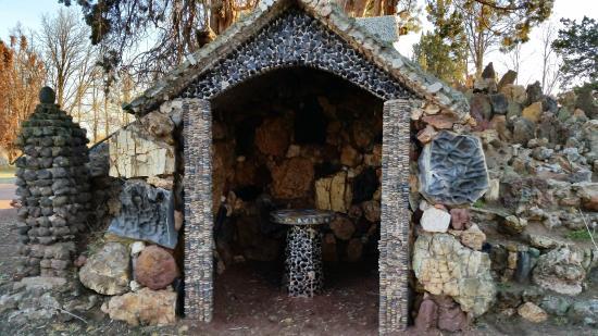 Petersen Rock Garden And Museum: Peaceful Structure