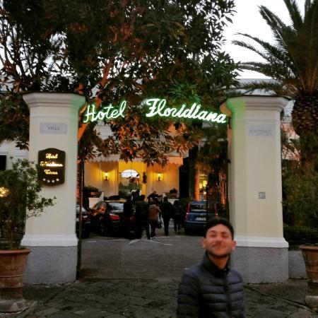 Hotel Floridiana Terme: L'entrata su Via Roma