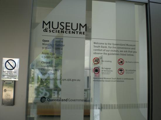 Queensland Museum South Bank: Entrance/signage