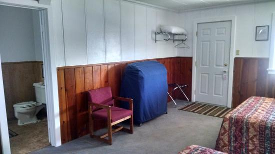 Drummond, MT: Double Queen Size Bed Showing Roll A Way & Bathroom