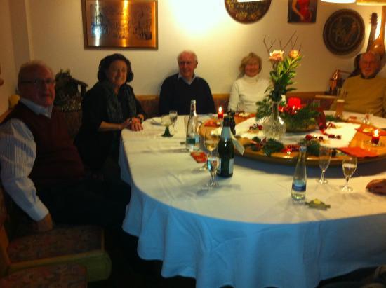 """Bad Dürkheim, Allemagne : """"Runder Tisch"""" / Stammtisch"""