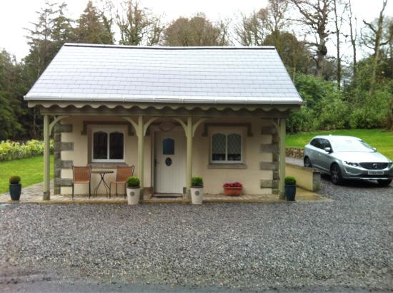 Blessingbourne Apartments: Gate lodge...brilliant, clean and great Access to tyrone and Northern Ireland 5mins from Fivemil