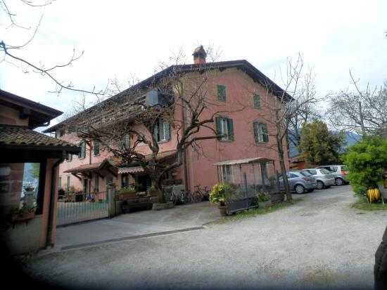 La casa picture of la casa sul lago marone tripadvisor for Disegni casa sul lago