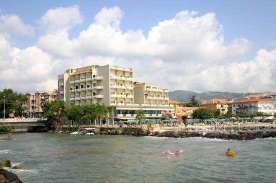 Bellevue et Mediterranee: Vista frontale