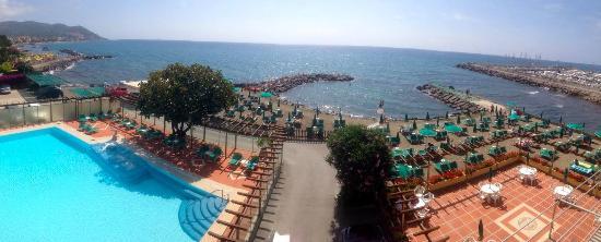 Bellevue et Mediterranee: Vista da balcone ristornate