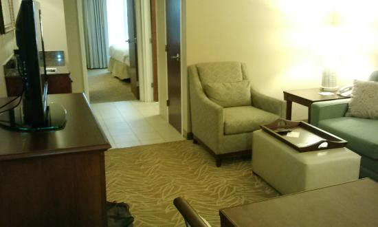 Embassy Suites by Hilton Destin - Miramar Beach: Living room thru to Bedroom.