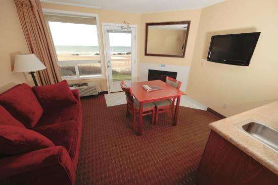 Chinook Winds Casino Resort : Jr Suite Sitting Area