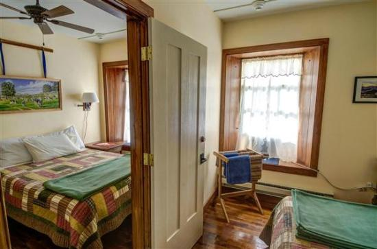 Mineral Point, WI: Room 6