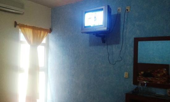 Hotel La Rienda Mision Tequillan : tv y pequeño patio habitación #109