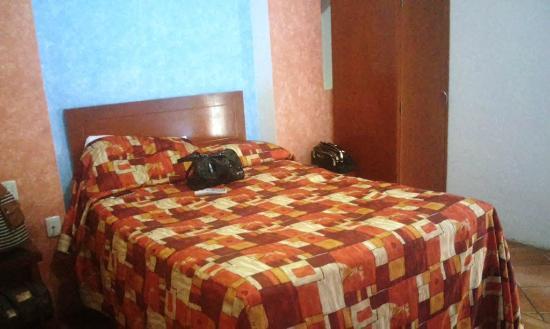 Hotel La Rienda Mision Tequillan : cama matrimonial habitación #109