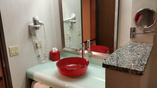 Comfort Suites: Sink in bathroom