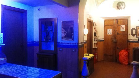Giampy Guest House: angolo colazione e ingresso